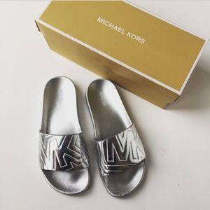 MICHAEL Michael Kors Gilmore Metallic Pool Slide